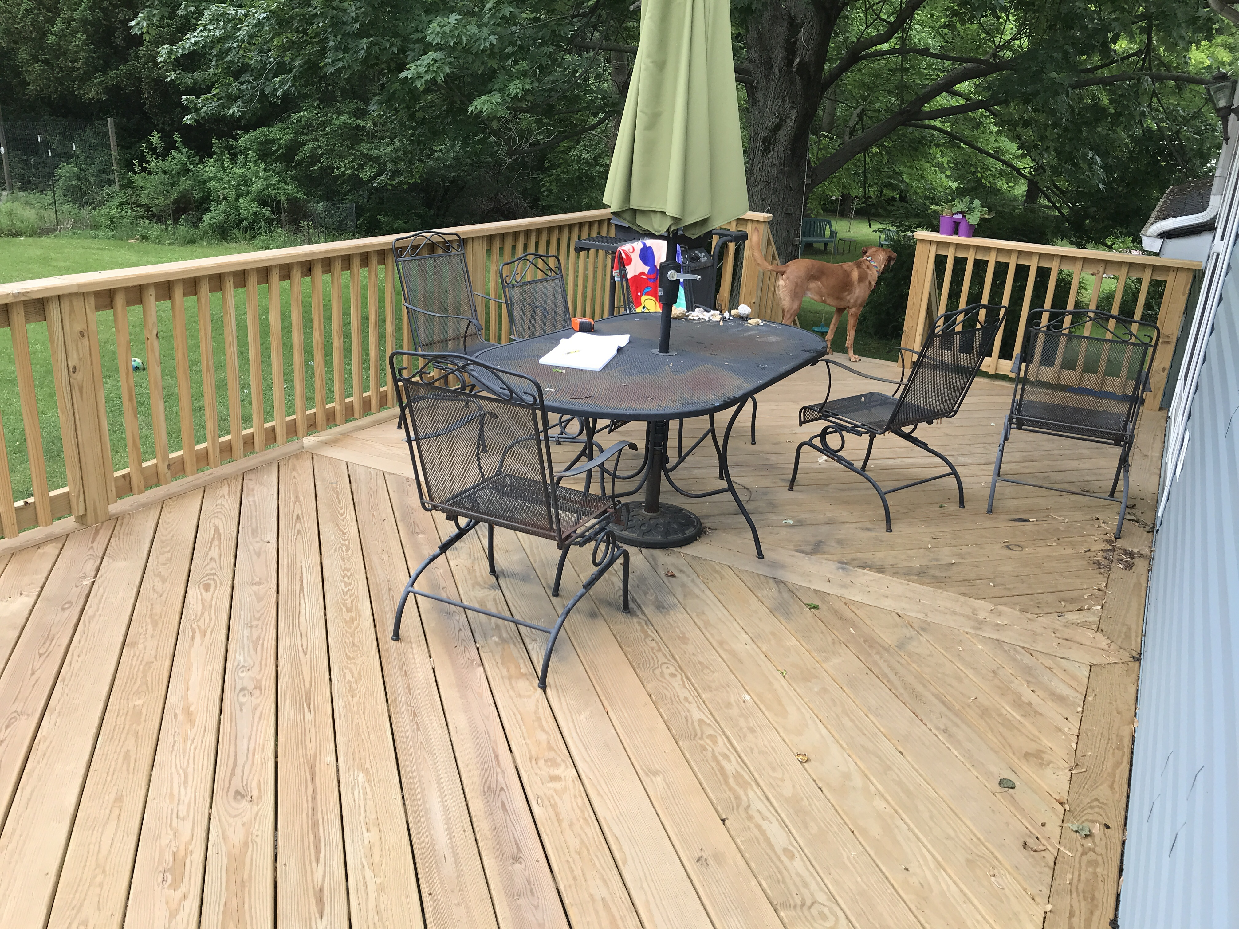 advantages to having a two toned deck best deck stain reviews ratings. Black Bedroom Furniture Sets. Home Design Ideas