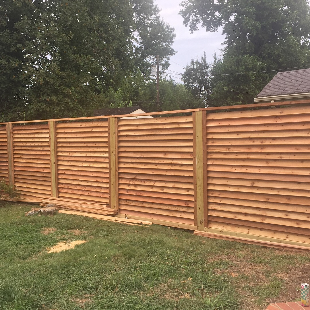 I Live In Ky And Recently Installed A Custom Horizontal Louvered Rough Cut Cedar Fence See Image It Turned Out Great But Can T Seem To Find Any